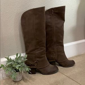 Fergalicious boots 👢